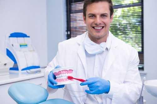 單純皰疹病毒感染在口腔的表現是什麼?